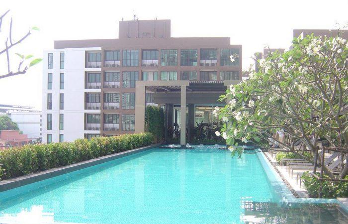 hive-taksin-swimming-pool